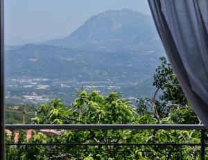 Il panorama da una camera dell'hotel La Castagna